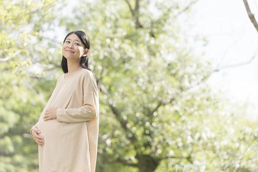 笑顔の妊婦