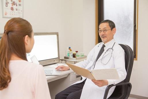 問診する医師